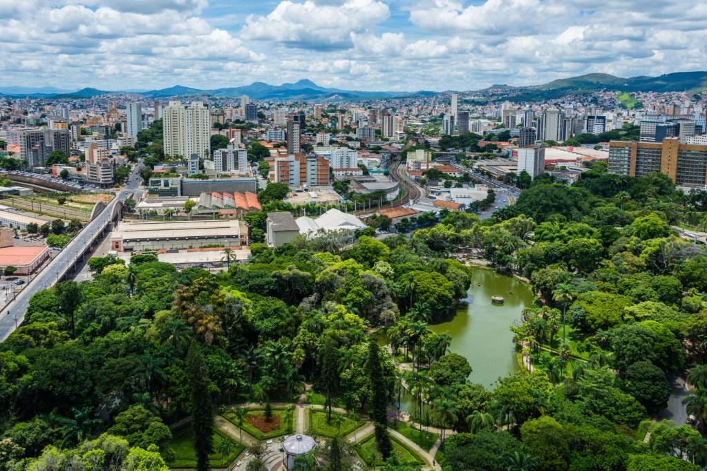 No centro de Belo Horizonte está localizado  o Parque Municipal Américo Renné Giannett