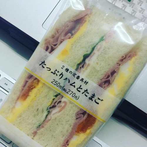 今日の差入れ、あざす! #サンドイッチ