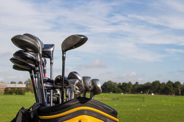 golf-clubs-in-caddy