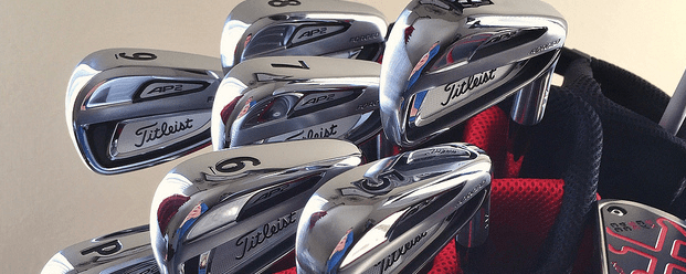 titleist-golf-clubs-in-bag