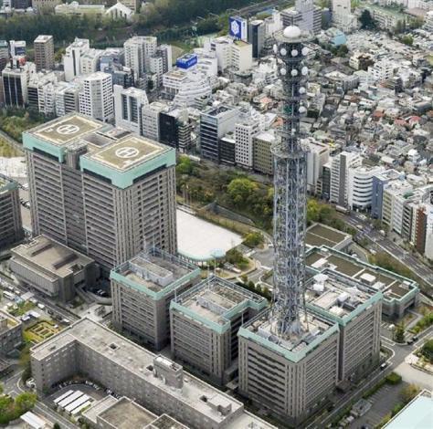 通信ネットワーク「防衛情報通信基盤」の巨大鉄塔=東京・市谷の防衛省