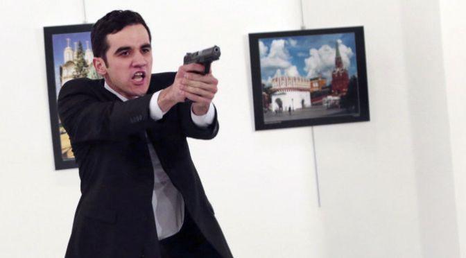 駐トルコ・ロシア大使殺害犯人、犯行現場では警察の身分証明書を提示