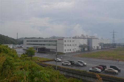 閉鎖の方針が固まったシャープ三原工場=広島県三原市