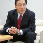 インタビューに答えるシャープの戴正呉社長=14日、堺市のシャープ本社