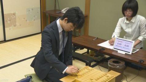 藤井四段 26連勝をかけ対局