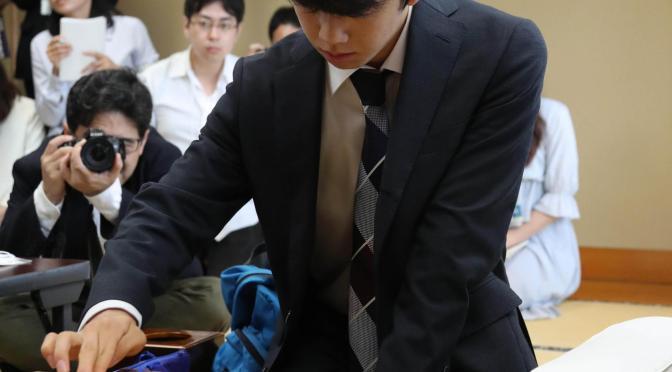 藤井聡太四段、連勝ストップ! イケメン実力者・佐々木五段に敗れ大台30連勝ならず