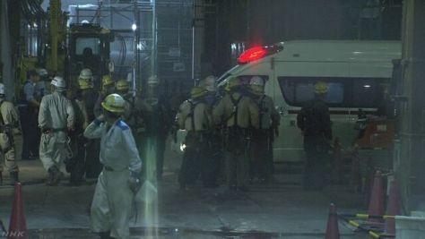 ビル工事現場で25m下に転落 作業員3人死亡 東京