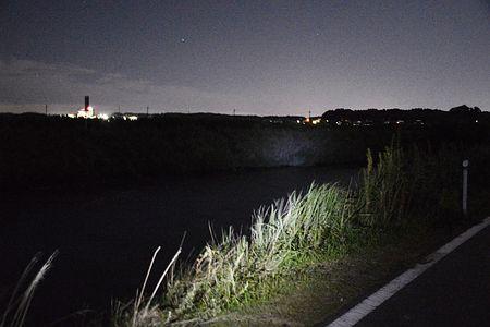 原田実里さんの遺体が発見された清明川の河口付近=2日夜、茨城県阿見町