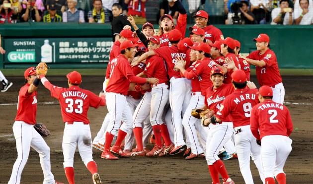 広島37年ぶりセ連覇 厚い選手層で逆転勝ち41試合