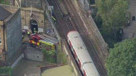 ロンドン 地下鉄車内で不審物が爆発 テロ事件とみて捜査