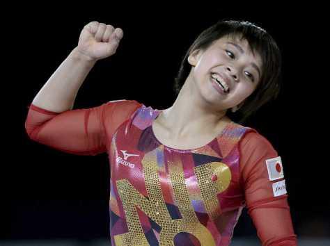 体操世界選手権で日本女子初の床運動金メダルに輝いた村上(AP)