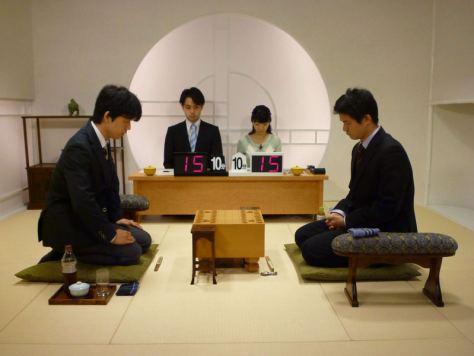 銀河戦で藤倉勇樹五段(右)を下した藤井聡太四段 (C) 囲碁・将棋チャンネル