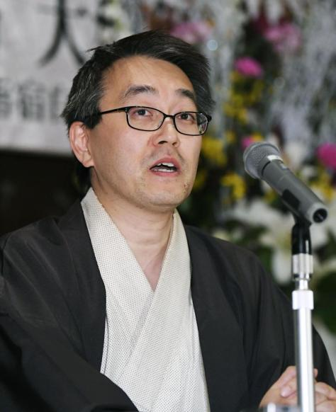 永世7冠を達成し、記者会見で喜びを語る将棋の羽生棋聖(共同)