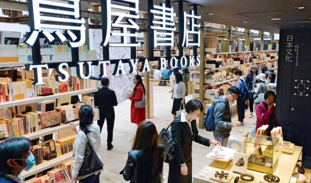 CCCは本を扱う店舗を約810まで拡大させている(銀座蔦屋書店、東京都中央区)