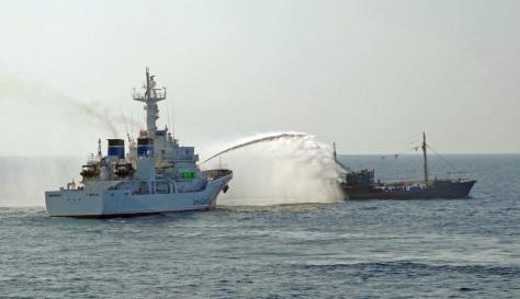 海上保安庁の巡視船から放水される北朝鮮の大型漁船=9月下旬(同庁提供)