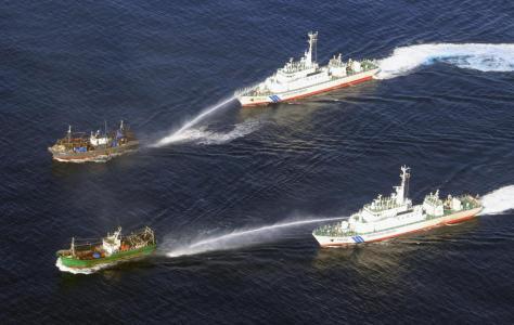 海上保安庁の巡視船から放水される北朝鮮の大型漁船=10月上旬(同庁提供)