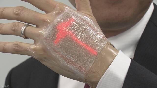 肌に直接貼る薄型ディスプレー開発   NHKニュース