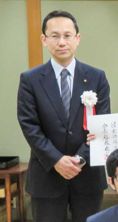 昨年度の昇段者免状授与式に出席した井上慶太日本将棋連盟常任理事
