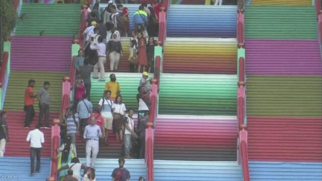 ヒンズー教寺院の階段 カラフルに塗る 政府は批判 マレーシア