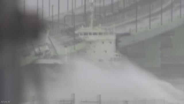 関西空港の連絡橋にタンカー衝突 風にあおられ