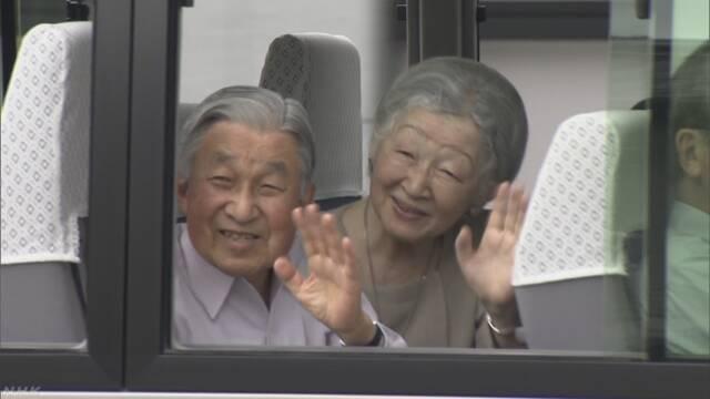 天皇皇后両陛下 愛媛と広島の豪雨被災地をお見舞い | NHKニュース