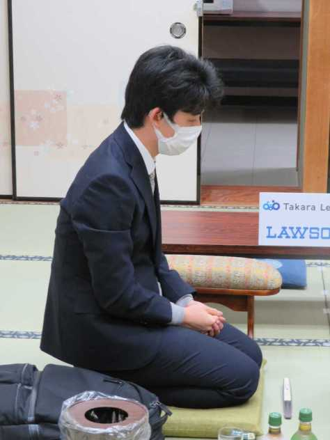 大阪市内の関西将棋会館で行われている叡王戦本戦トーナメント1回戦に挑んだ藤井聡太七段