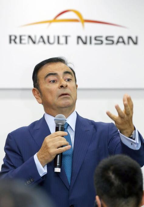 会見する日産自動車のカルロス・ゴーン社長=2015年4月20日、中国・上海