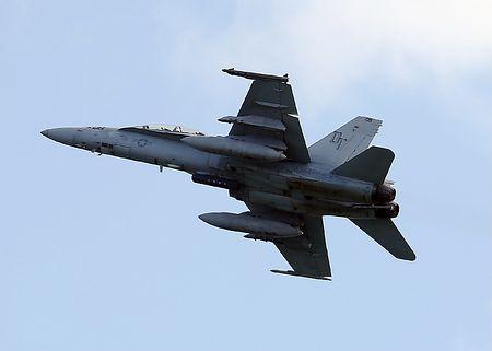 岩国基地に配備されている米海兵隊のFA18戦闘攻撃機=2017年1月、山口県岩国市