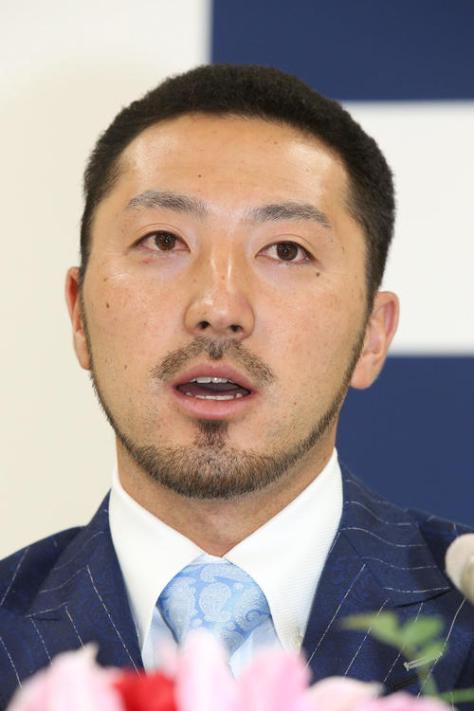 契約更改の場で球団側に来シーズン後にもポスティングでのメジャー挑戦を表明した菊池涼介(撮影・栗木一考)