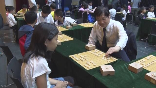 中国 プロ棋士が子どもに将棋教室 | NHKニュース