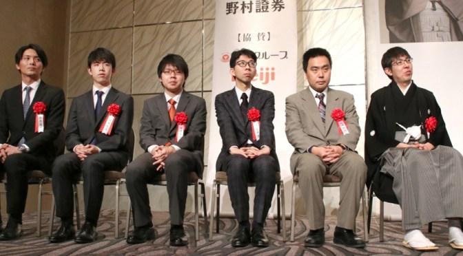 広瀬竜王「棋士人生のターニングポイントに」 藤井七段「今年は昨年以上を」 竜王就位式