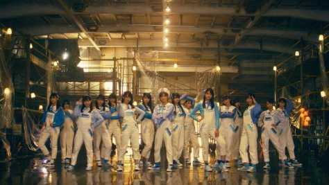 「船上劇場 STU48号」で、新曲「出航」のMVを撮影したセンターの岡田奈々ら