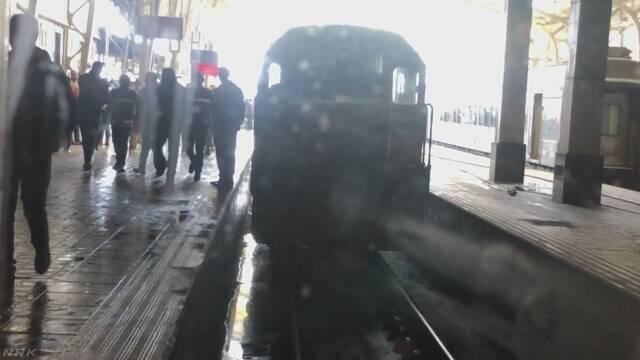 列車事故で20人死亡 運転士が席離れ同僚と口論が原因か カイロ   NHKニュース
