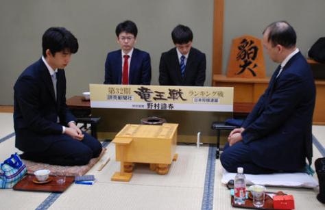対局に臨んだ藤井聡太七段(左)、畠山成幸八段(撮影・松浦隆司)