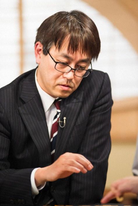 NHK杯将棋トーナメントで優勝し、一般棋戦優勝回数を45回に伸ばして単独1位となった羽生善治九段=東京都渋谷区のNHK放送センターで