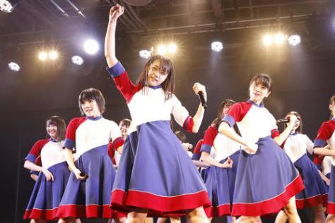 船上劇場で初日公演を迎えたSTU48。中央は瀧野由美子(C)STU