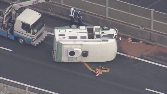 キャンピングカー横転事故相次ぐ 荷物の積みすぎなど注意 | NHKニュース