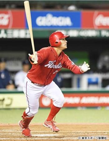 8回、満塁弾を放つ田中広
