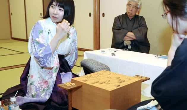 将棋、挑戦者の西山が先勝 女流王座戦、第1局