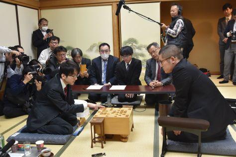 対局室には、多くの報道陣が詰めかけた ©相崎修司