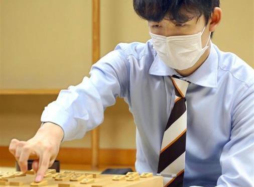 最年少タイトルに挑む藤井七段に、渡辺棋聖が立ちはだかる