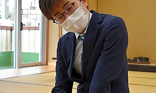 天野倉さん、跳ねた攻めた プロに強気、「望外の3回戦」へ 第14回朝日杯将棋、アマ2人の戦い:朝日新聞デジタル