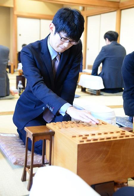 連勝を伸ばし、名人挑戦へまた一歩前進した斎藤八段