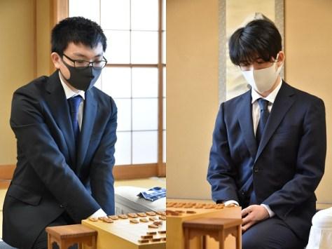 「VS」と呼ばれる研究会仲間の永瀬王座(左)と藤井二冠(提供:日本将棋連盟)