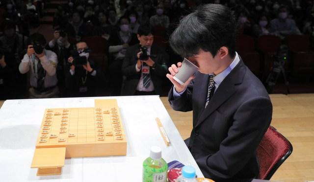 藤井二冠の本当のルーティン 「初手お茶」の前、控室で:朝日新聞デジタル