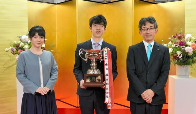 藤井聡太二冠、銀河戦で最年少優勝 従来記録を約3歳更新 年納めの快記録