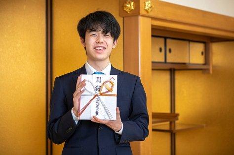 photograph by Japan Shogi Association