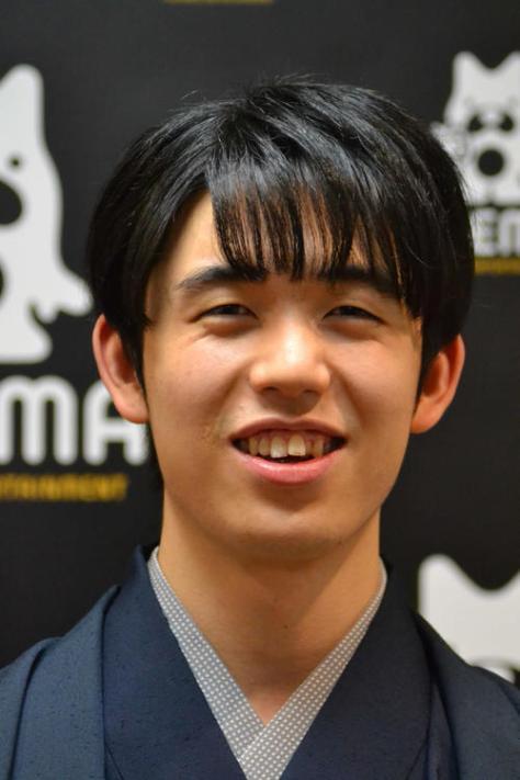 2021年の仕事始めとして収録に応じた藤井聡太2冠