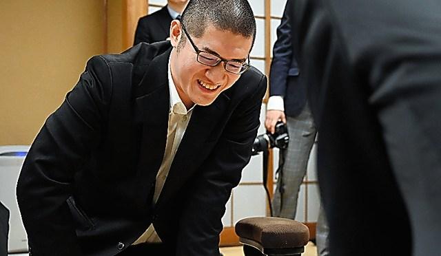 棋士編入試験で合格を決めた折田翔吾・現四段=2020年2月25日午後、東京都渋谷区、白井伸洋撮影