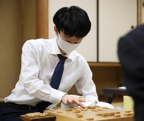 23日に行われた将棋の竜王戦2組ランキング戦準決勝(代表撮影)